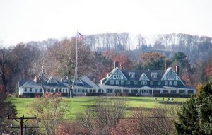 oakmont country club clubhouse